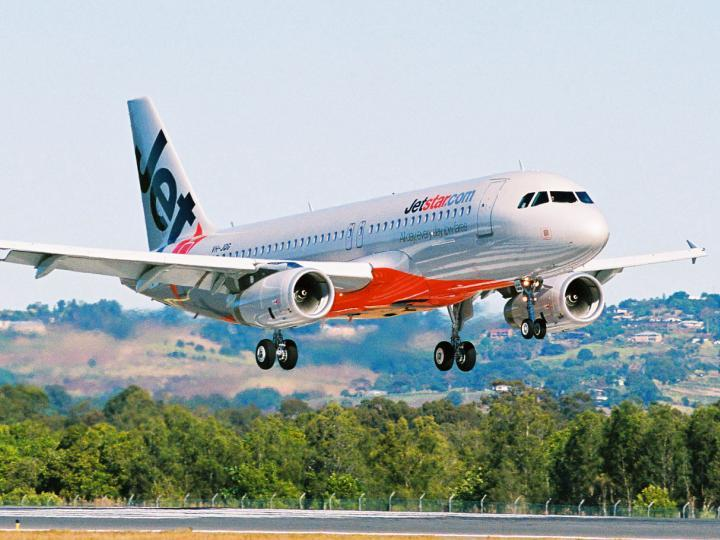 dai-ly-ban-ve-may-bay-jetstar-gia-re