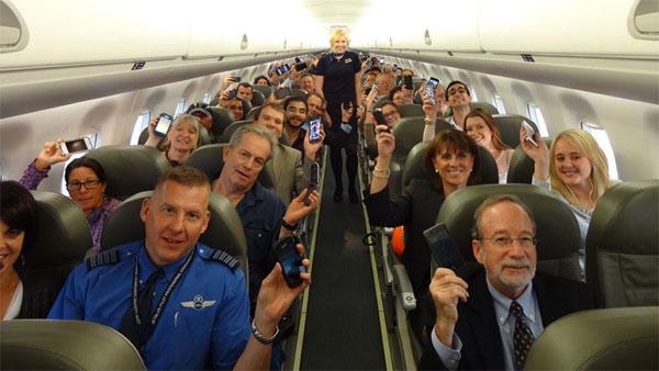 Tại sao phải tắt điện thoại khi đi máy bay
